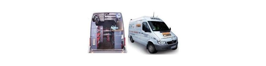 Serwis stacjonarny oraz mobilny w pełnym zakresie dla wszystkich urządzeń i zabudów komunalnych. Podstawowe usługi to: naprawy, przeglądy, wyceny, remonty, modernizacje i konserwacje śmieciarek, zamiatarek, podnośników koszowych, hakowców, bramowców, posypywarek, dźwigów HDS i pługów śnieżnych oraz innych maszyn specjalnych.